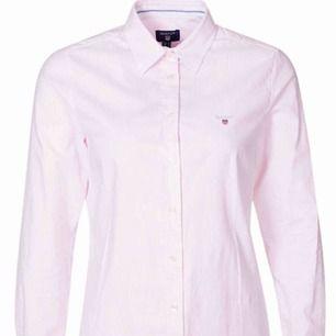Superfin skjorta från Gant i ljusrosa med vita ränder, sitter snyggt och är skön men kommer inte till användning tyvärr. Kostar nypris runt 1000kr