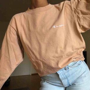 Champion tröja! Snygg nude/beige färg, tunn ✨ Köpt på vintage butik