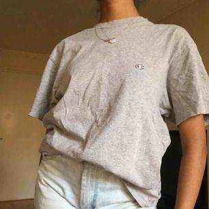 Oversized t-shirt från Champion. Köpt från Vintagebutik :)