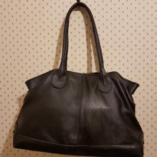 Jättefin TODS handväska ,använts få gånger .