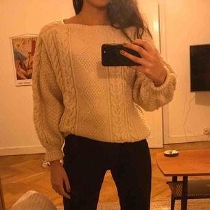 Stickad tröja, second hand.