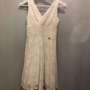 Klänning från Chiara forthi  Nypris: 500kr Använd ca 5 gånger