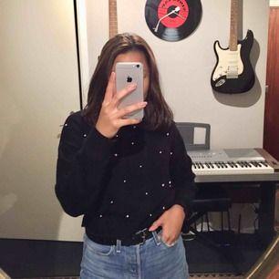 säljer en jätte fin stickad tröja med pärlor i storlek XS. Bra skick! vill bara sälja den fort därav det billiga priset