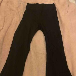 Yoga pants ifrån Gina Tricot. Storlek xs men passar s med.  Frakt står köparen för Pris kan diskuteras!