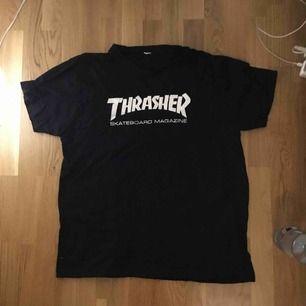 En Thrasher t-shirt i mycket gott skick! Buda ☺️🤝🥶😰👾