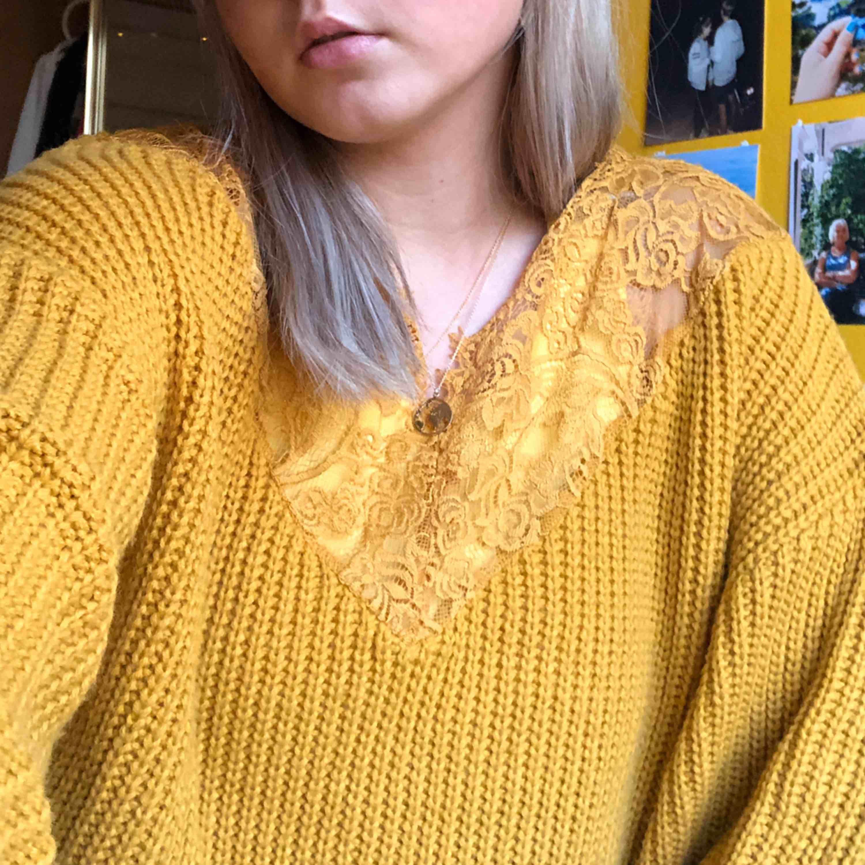 en härlig stickad tröjan ifrån topshop!! köpt i London & knappt använd.. Stickat.