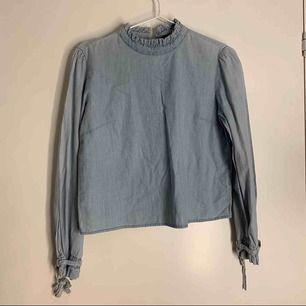 Jeans blus från zara storlek s