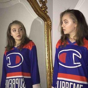 Supreme x Champions hockey jersey i superfint skick! Frakt på 50kr tillkommer och priset går såklart att diskutera :)