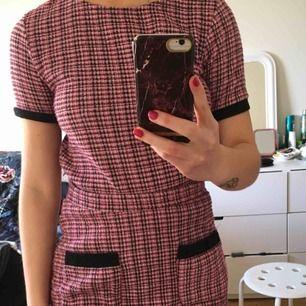 Ett rosa sätt från zara. Topp S och kjol M, knappt använt och är fint skick! Kjolen slutar vid typ mitten av låren. Frakt inkluderat!🤘‼️