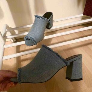 Jeansfärgade klackskor från Andrea Hedenstedt. Aldrig använda pga fel storlek. De är i storlek 37!  200kr MED frakt!