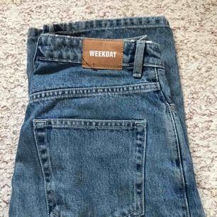 Jeans från Weekday i Row modellen, supersköna och snygga