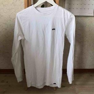 Långärmad t-shirt från Vans. Sparsamt använd