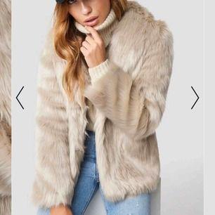 Säljer min mysigaste faux fur jacka från Linn NAKD som kommer tyvärr inte till användning. Använd under 1 mån i vintras så i väldigt bra skick! . Säljs på hemsidan för 1099 kr. Säljer för 500 eller bud. Skriv för frågor/fler bilder <3