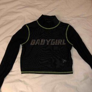 Babygirl meshtop från Urban outfitters. Storlek XS men är väldigt stretchig så passar S. Säljer för 100kr + frakt. Använd 2 gånger.