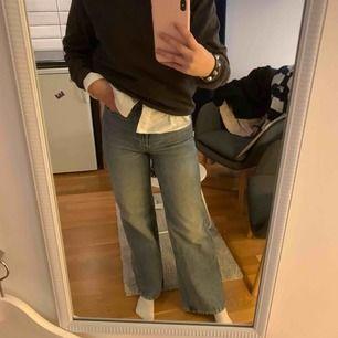 Jeans från monki i stl 25, använda få gånger då de blev försmå för mig!