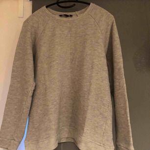 Sweatshirt från Lindex, priset är inkl frakt & betalning sker via swish!☺️