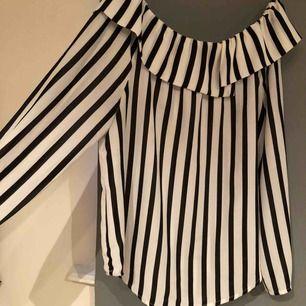 Fin topp från Gina tricot,  priset är inkl frakt & betalning sker via swish☺️