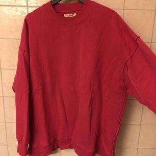 Cerise superskön tröja i mycket gott skick. Använd fåtal gånger! Upphämtning i Göteborg och Falkenberg. Annars tillkommer frakt.