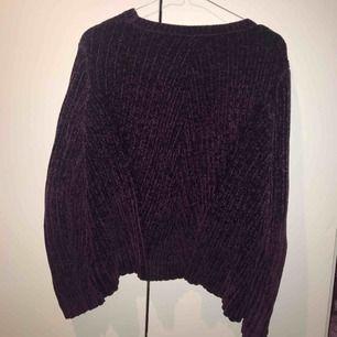 Mjuk och gosig tröja ifrån Ginatricot. Väl använd men det ör inte min stil längre. Pris kan diskuteras.