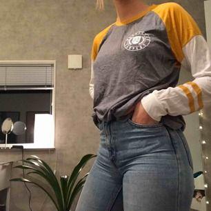 Jätteskön och snygg långärmad tröja från Hollister Storlek M men passar säkert vem som helst (beroende på hur man vill att det ska sitta)  Köparen står för frakt