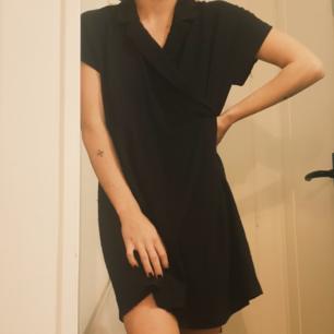 Svart skjortklänning