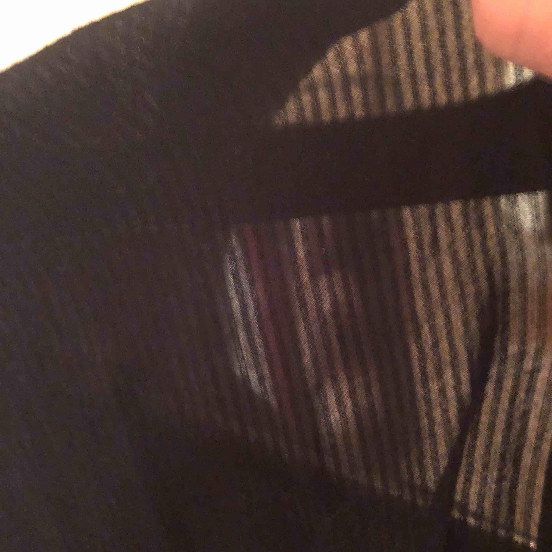 Klänning/tunika-skjorta i randig struktur. Fint skick. H&M LOGG. Upphämtning i Göteborg och Falkenberg. Annars tillkommer frakt. . Skjortor.