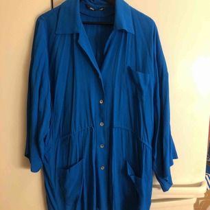 Supersnygg skjorta från Zara, använd fåtal gånger. Upphämtning i Göteborg och Falkenberg. Annars tillkommer frakt.