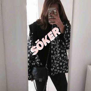 Letar efter stjärnjackan från Zara som syns på bild. I storlek XS eller S! Säljer ni eller vet någon som säljer så snälla hör av er!! 🦋💙⚡️💓💘