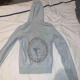Väldigt skön och fin Juicy Couture tröja i bra skick! Nypris:1000 och nu 400!!!! Storlek XS💓 pris kan diskuteras och köparen står för frakt!💗