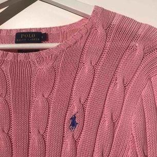 Ralph Lauren stickad tröja i bra skick, super mysig tröja! Köparen står för frakt