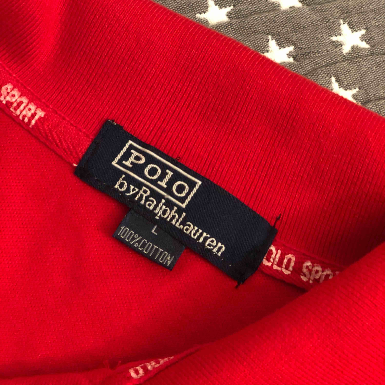 Ralph Lauren polo. Passar storlek s/m. Köpt i USA och därför står storlek L.  . T-shirts.