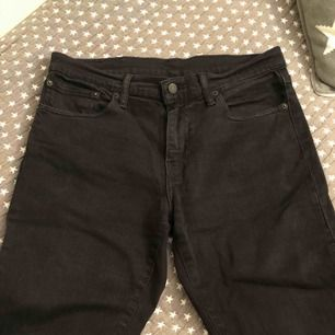 Herr jeans Levis 511 svarta. Använda men ser fortfarande bra ut.