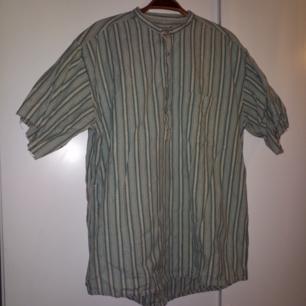 Vintageskjorta med avklippta ärmar