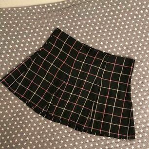Jätte snygg college kjol från H&M