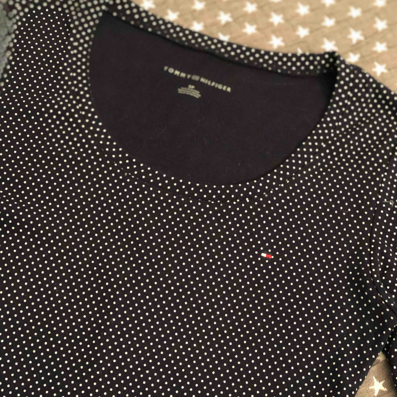 Jätte fin t-skirt från Tommy Hilfiger. T-shirts.