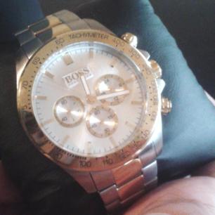 Hugo boss klocka som är ny med 2 år garanti . Kvitto finns och den är i väl skick