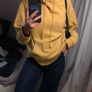 Senapsgul hoodie från brandy Melville