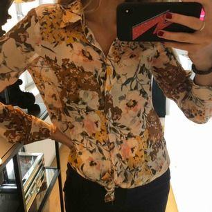 Blus från Zara i fint mönster ⚡️🥰