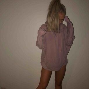 Oversized tunn hoodie från bikbok balance. Frakt 45kr, bara swish!! <3