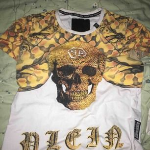 Jätte fin pp tröja i jätte bra skick. Färg guld/vit  Tröja för killar men om man som tjej tycker om den kan man också använda den. Inte riktig den är en replica