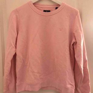 Fin rosa gant tröja nästan oanvänd! Möts upp i Uppsala men kan skicka med betalt frakt:)