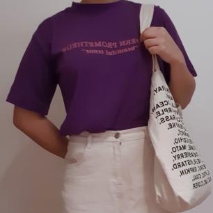 Lilla t shirt, köpt i korea