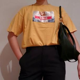 Lagom oversized gul tshirt, köpt i Korea