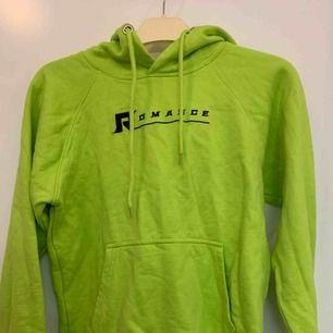 supergrön och fin hoodie ifrån carlings. köpt för 400kr men endast använd en gång. storlek M men lite liten i storlek så skulle nog passa S också💕
