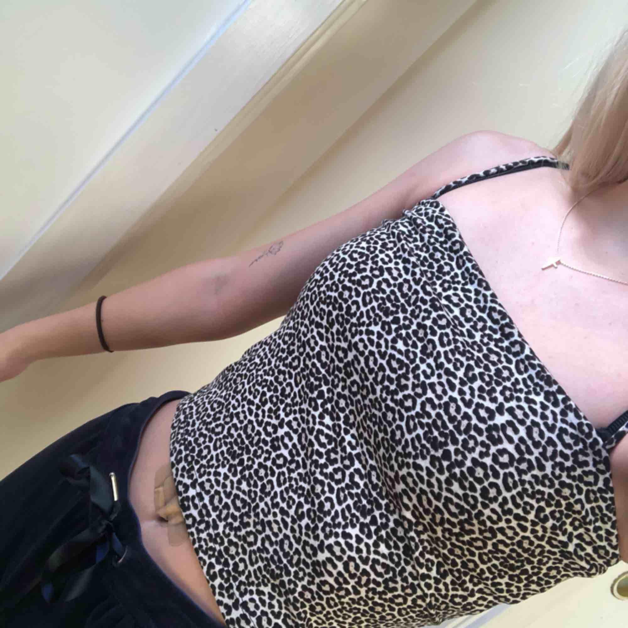 Leopard linne från GinaTricot i storlek XS. Aldrig använd. Köparen står för frakten😊. Toppar.