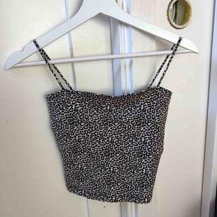 Leopard linne från GinaTricot i storlek XS. Aldrig använd. Köparen står för frakten😊