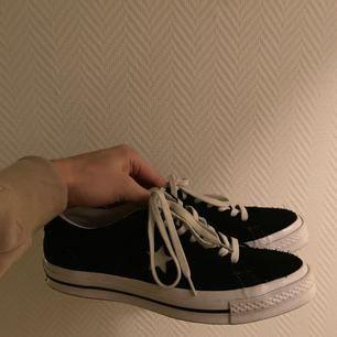 Ett par skor från Converse som jag säljer på grund av att de knappt kommit till användning. Skorna är därför i väldigt bra skick!