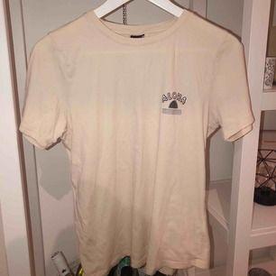 T-shirt från Gina Strl M 50kr