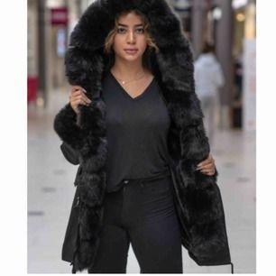 SÖKER!! Faux fur jacket i storlek xs/s!!