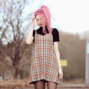 Helt oanvänd klänning från Love Too True, super fin, men är inte riktigt min stil.